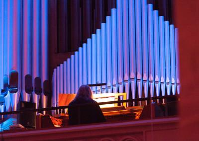 Heinz Manuel Krause auf der Orgeltribüne