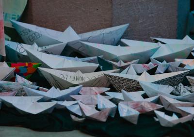ausstellung-ankommen-papierboote