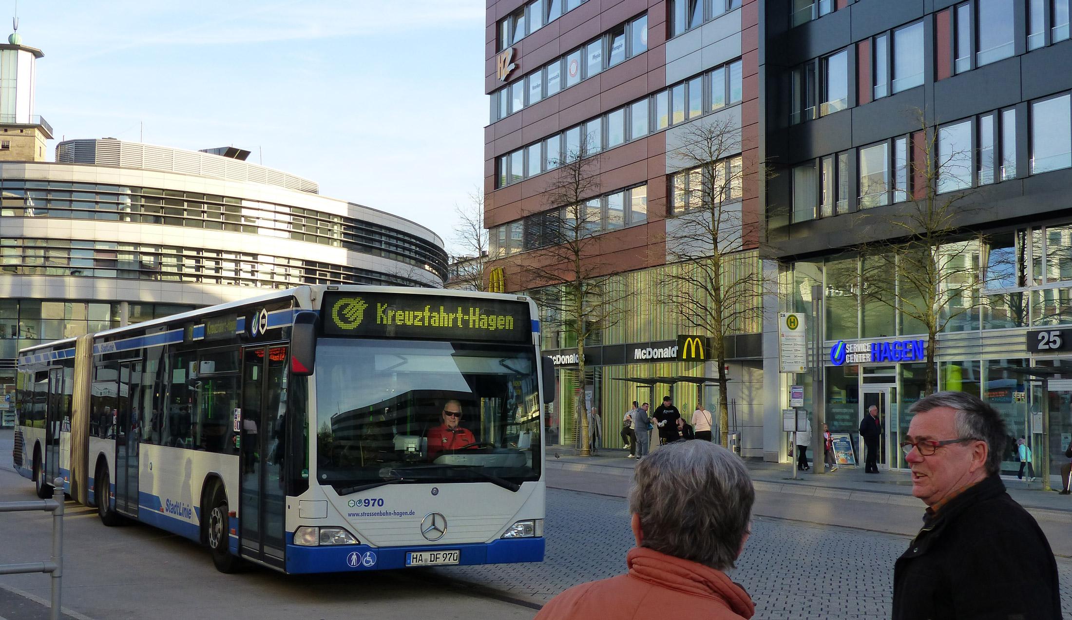 Unser Kreuzfahrtbus am Rathaus